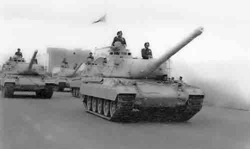 Los carros AMX30 legionarios en la potente reserva