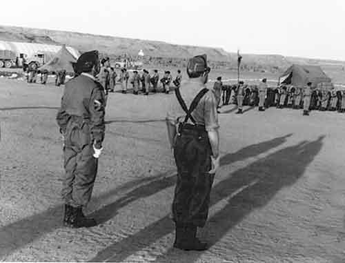 Los-paracaidistas-regresaron-de-nuevo-al-África-occidental,-pero-esta-vez-no-a-Ifni,-sino-al-Sahara