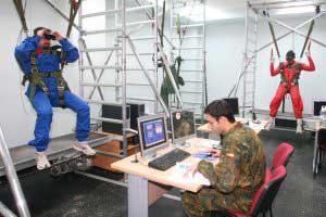 Prácticas y entrenamiento virtual paracaidista