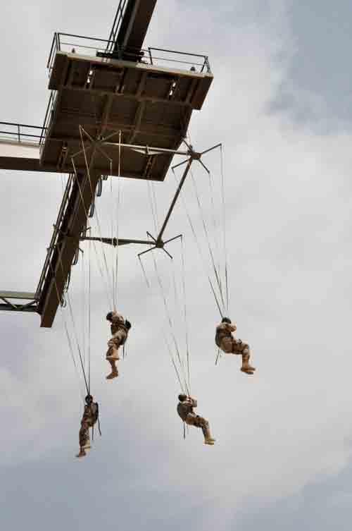 Torre de entrenamiento paracaidistas de la Base de Alcantarilla