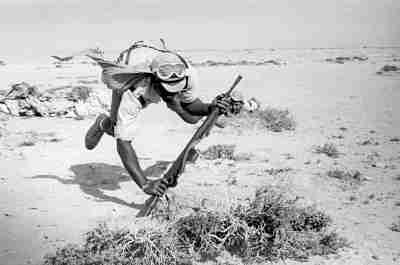 Cuerpo a tierra en el Sahara