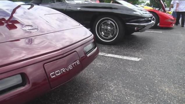 Hundreds of Corvettes cruise into Bowling Green