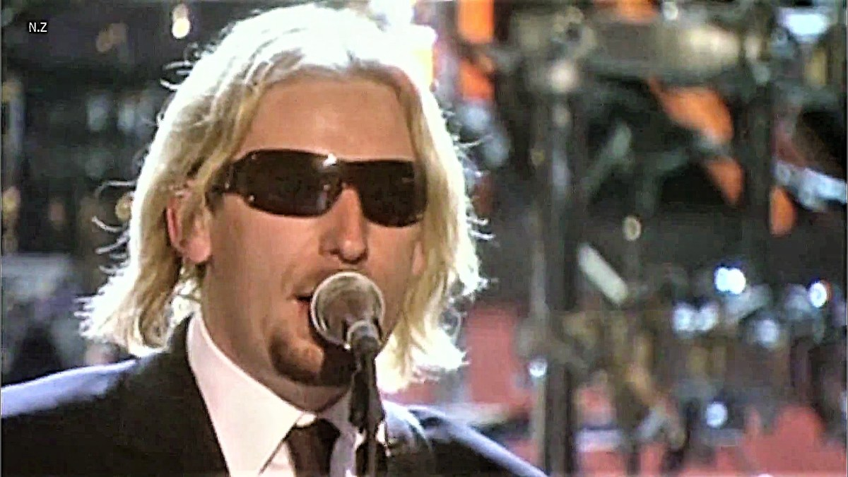 Nickelback - Sharp Dressed Man 2007 Live (ZZ Top cover)