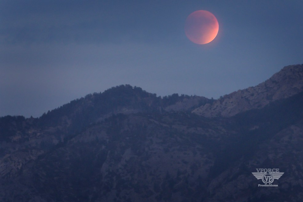Red moon_small