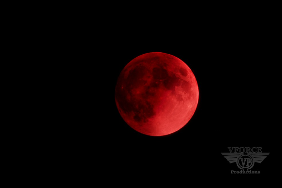 red moon_small (2)