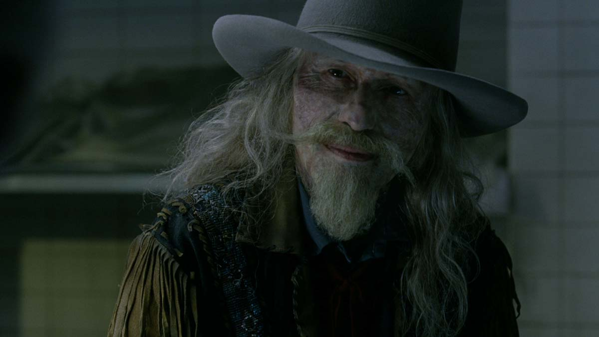 Old Bill, played by Michael Wincott, is an older model host. The VFX teams implemented some subtle face contortions to hint at his more animatronic-like nature. (Photo credit: HBO)