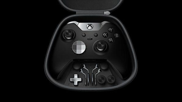 Il pad Xbox One Elite Controller si presenta così: argento satinato su nero opaco, un look aggressivo per i giocatori più esigenti.