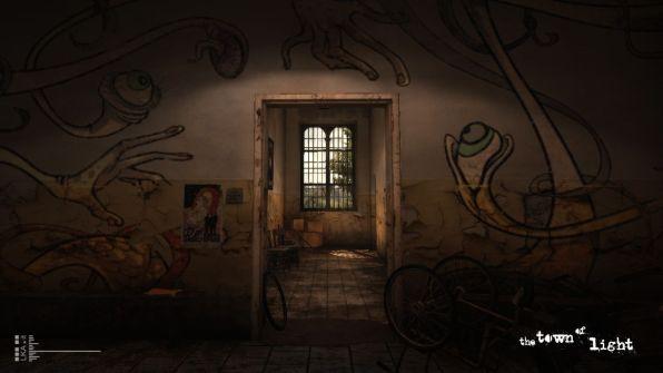 Gli interni della struttura, ormai abbandonata...