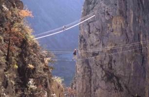 pont népalais et passerelle