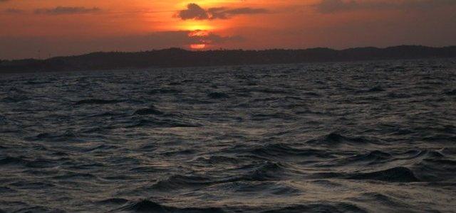 E pra fechar o dia um lindo por no sol em alto mar.