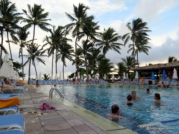 A piscina no fim da tarde