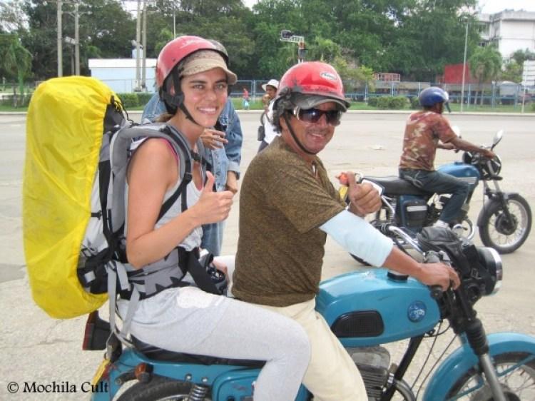 Andar com de moto-táxi é fácil, barato e divertido