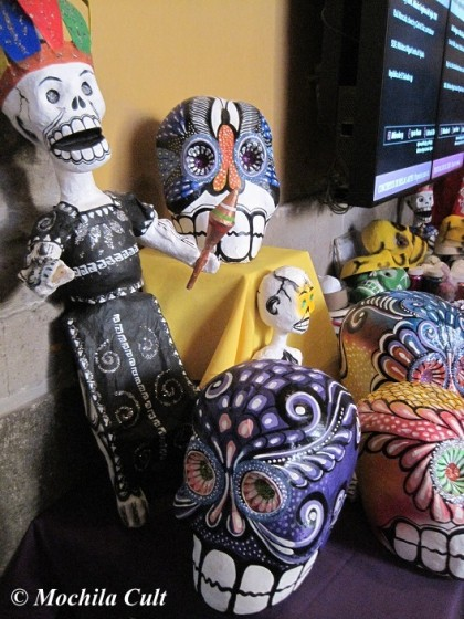 Os altares são coloridos e alegres