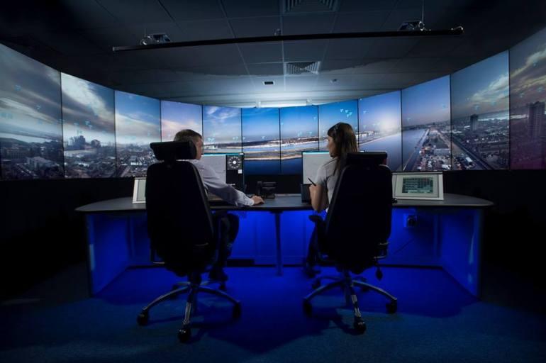 Torre digital de controlo aéreo no aeroporto London City em 2019