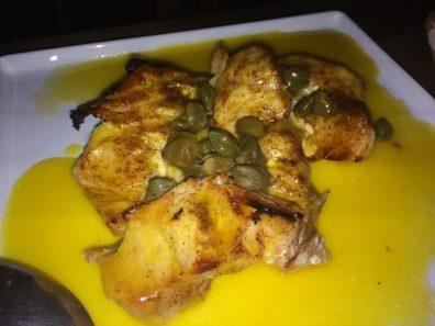 Filé de badejo ao molho de laranja, no Restaurante Divina Gula, em Japaratinga