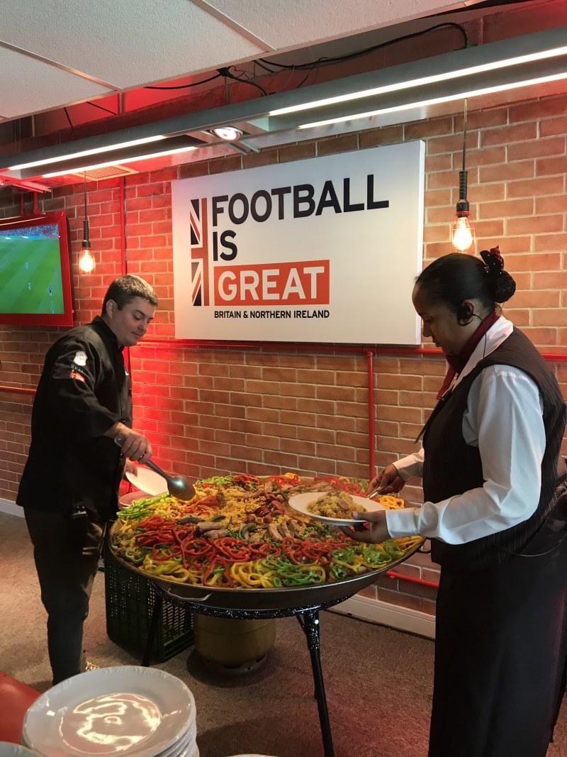 Paella Mineira durante o evento Football is GREAT