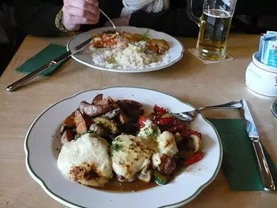 Waldschloesschen a Dresda, paesaggi da fiaba e pranzi calorici