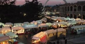 Mercatino di Santa Lucia in piazza Brà a Verona