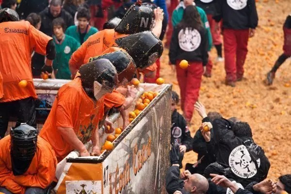 ivrea-carnevale-arance