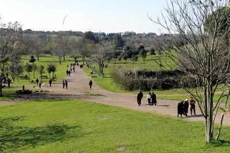 Roma, 10 parchi per una giornata di sole
