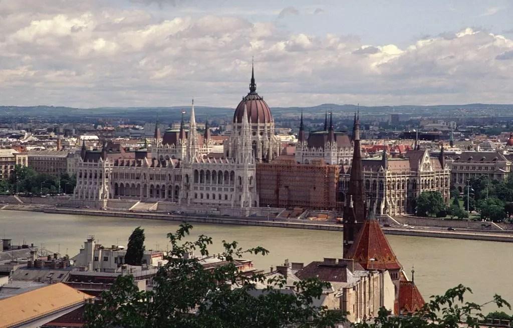 budapest-parlamento-vista-da-fuori