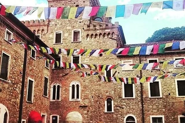 In Toscana, un angolo di oriente: centro buddista di Pomaia