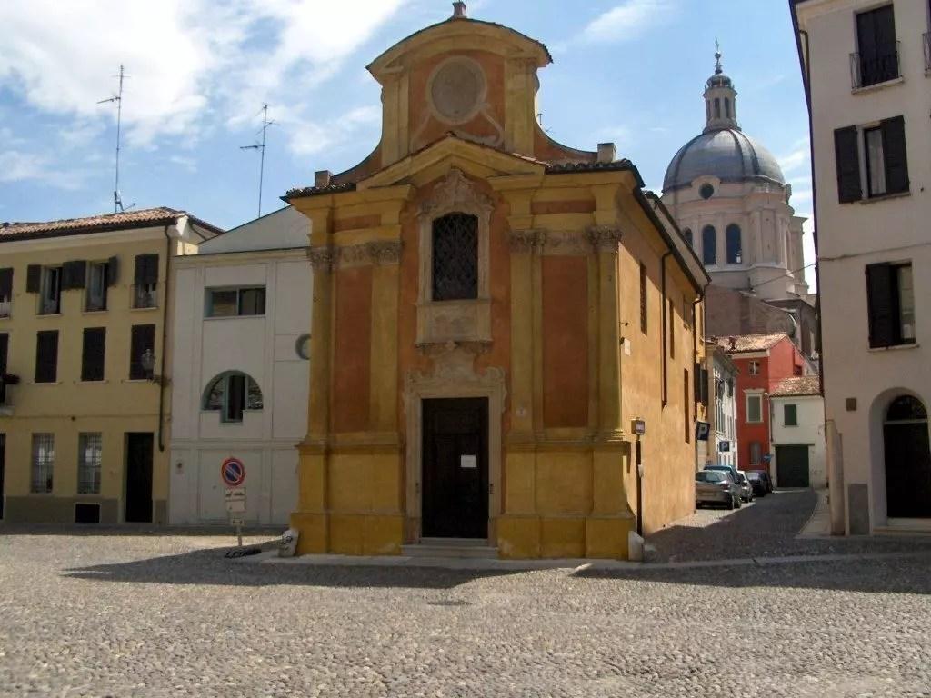 Piazza Canossa - Chiesa della Madonna del terremoto