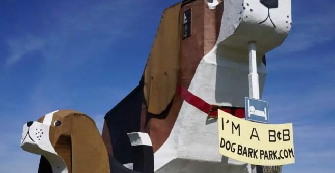 Dormire in un B&B a forma di beagle: recensione Dog Bark Park Inn
