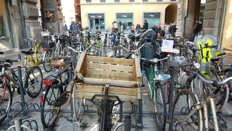 biciclette nel centro storico di bologna