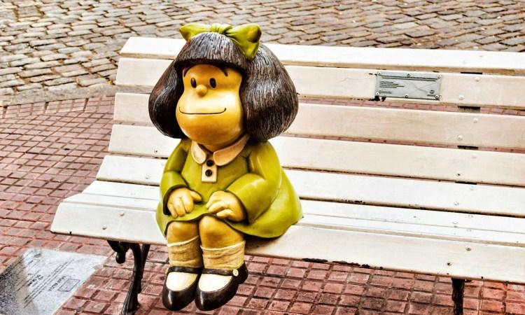 mafalda seduta sulla panchina
