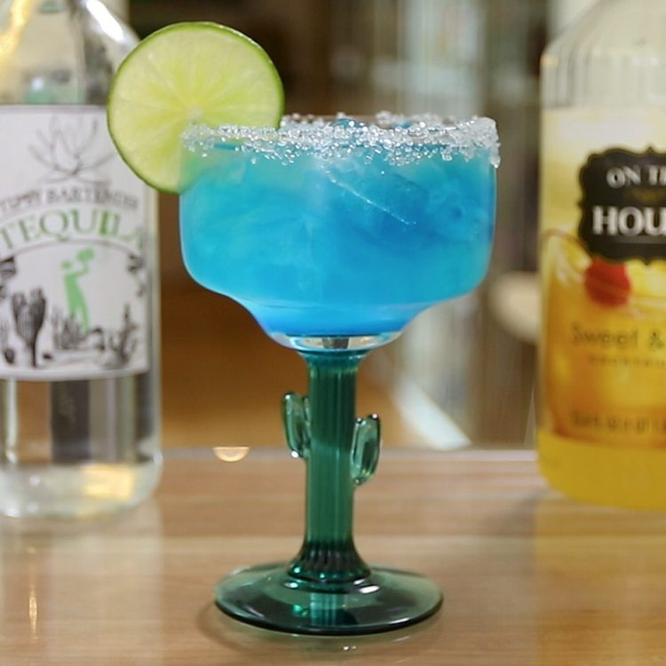 cocktail blue margarita a base di tequila