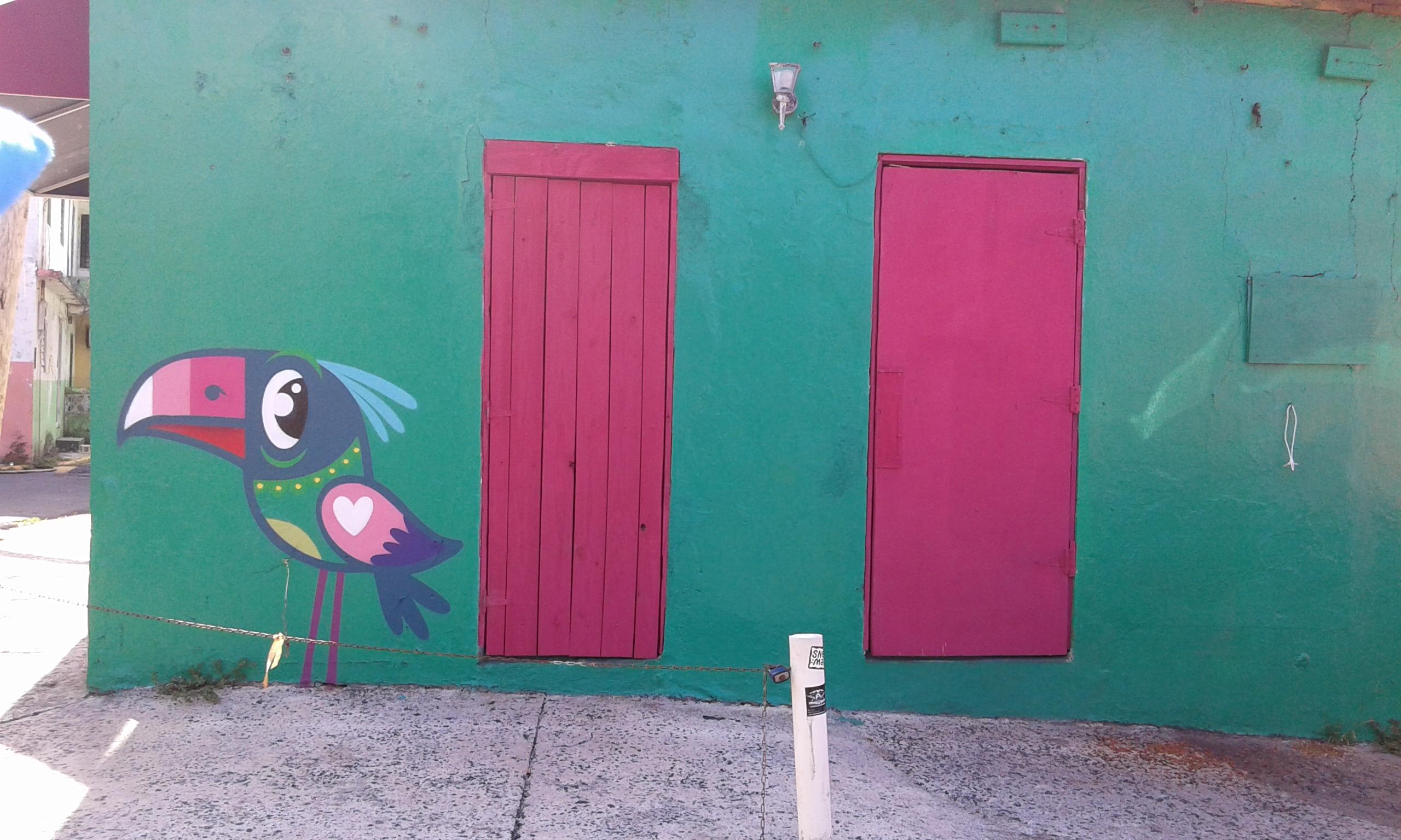 casa color verde fucsia a la perla viejo san juan
