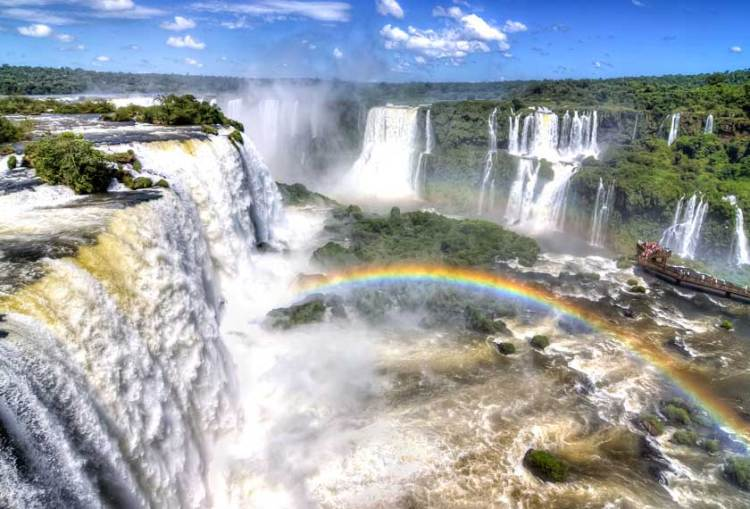 i magnifici salti d'acqua delle cataratas del iguazú sul versante argentino