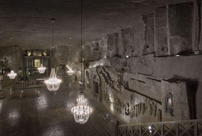 lampadari fatti con i cristalli di sale nella miniera di wieliczka vicino a cracovia in polonia