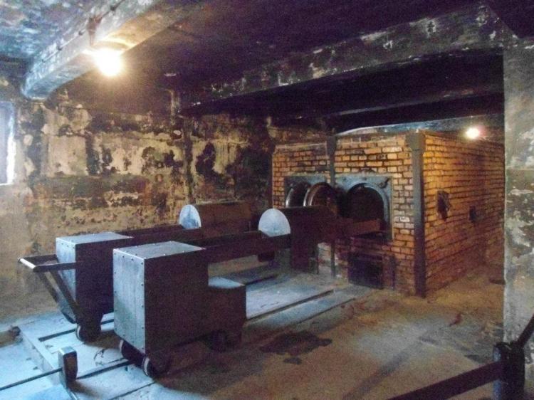 i forni crematori ad auschwitz vicino a cracovia polonia
