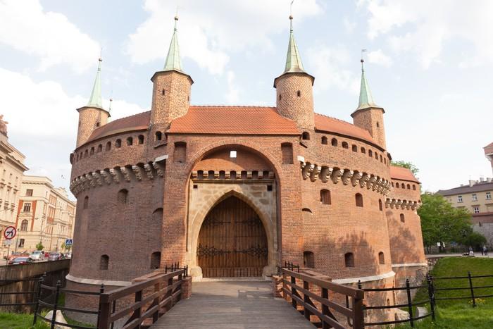 il barbacane, l'antica fortificazione a difesa della città, a poche centinaia di metri dalla collina del wawel