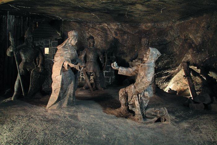 le sculture di sale nella miniera di wieliczka vicino a cracovia in polonia