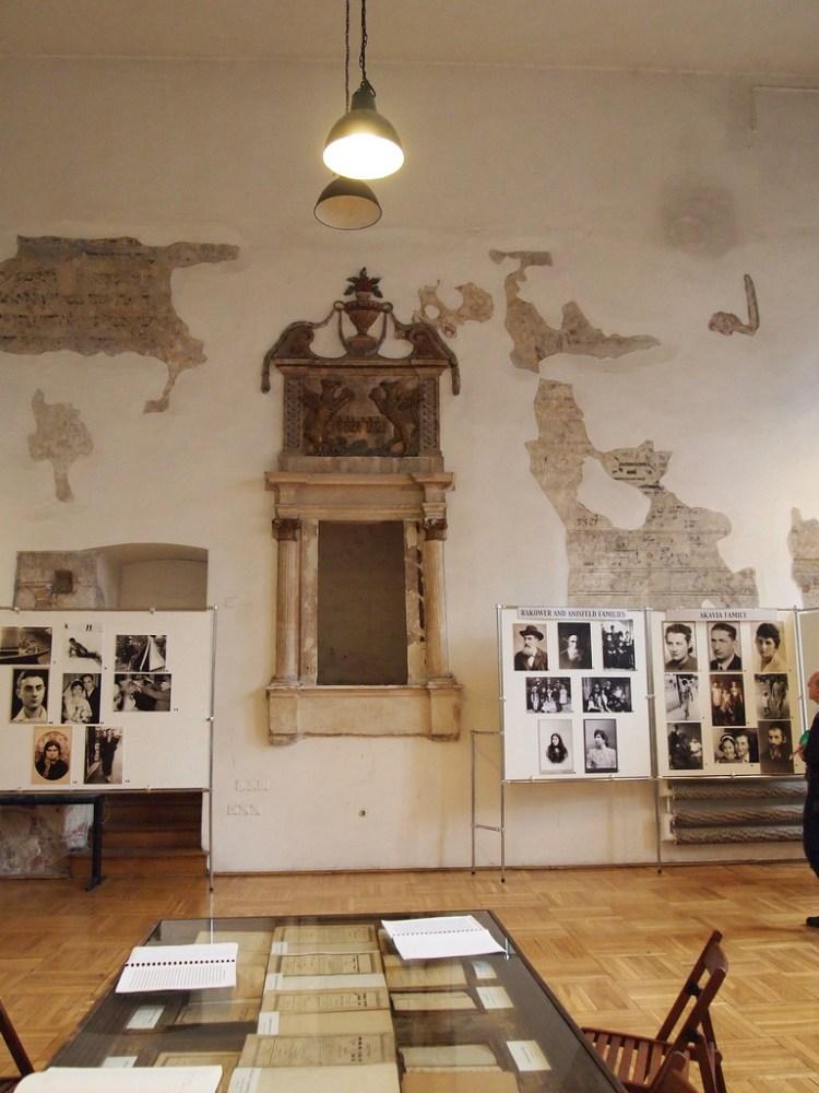 gli interni della sinagoga wysoka quartiere ebraico kazimierz di cracovia in polonia