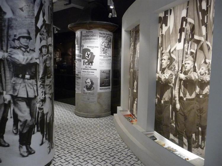 alcuni spazi espositivi della fabbrica della memoria di oskar schindler