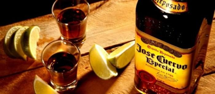 una bottiglia di tequila