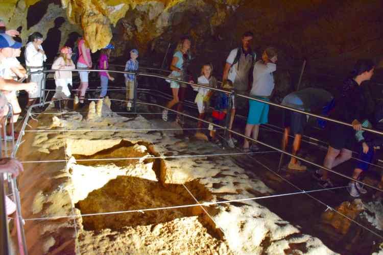 scavi nelle grotte di toirano