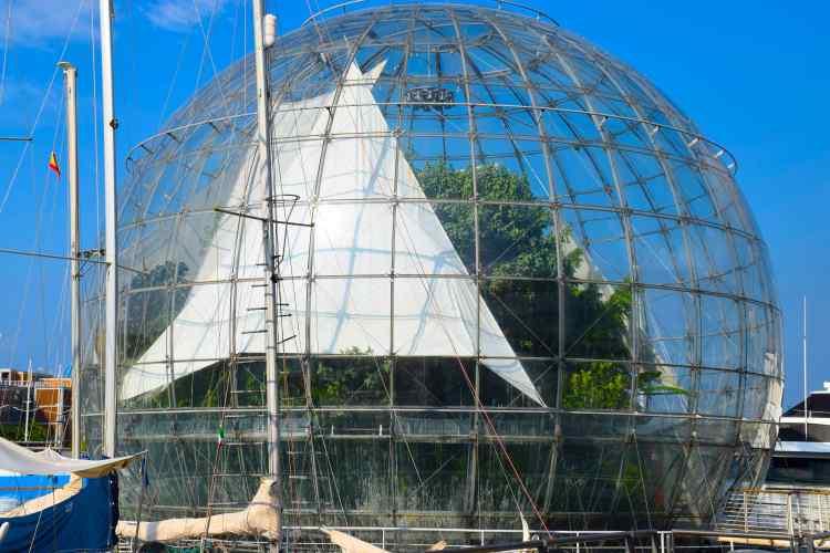 la biosfera di renzo piano nel porto antico di genova