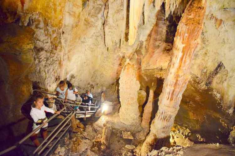 la torre di pisa nelle grotte di toirano