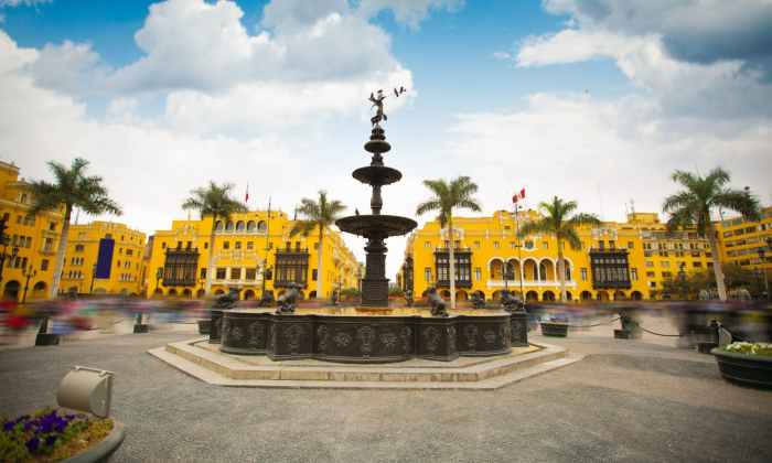 la fontana al centro della plaza de armas a lima capitale del peru