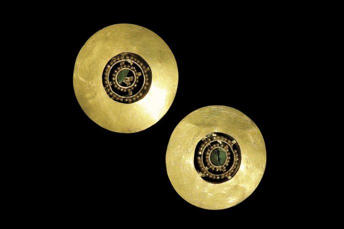 orecchini d'oro al museo oro del perù y armas del mundo