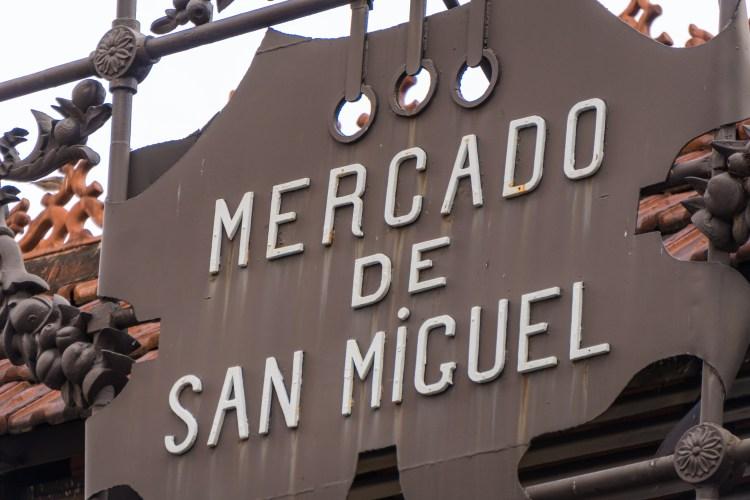 l'insegna in ferro del Mercado de San Miguel