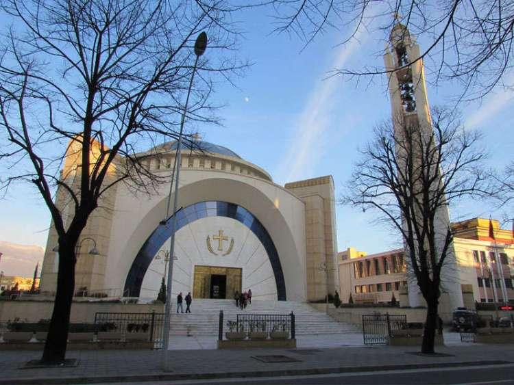 cattedrale ortodossa della resurrezione di cristo fine settimana a tirana
