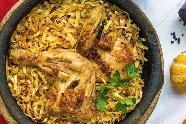 jufka con pollo è un piatto tipico della cucina tradizionale albanese