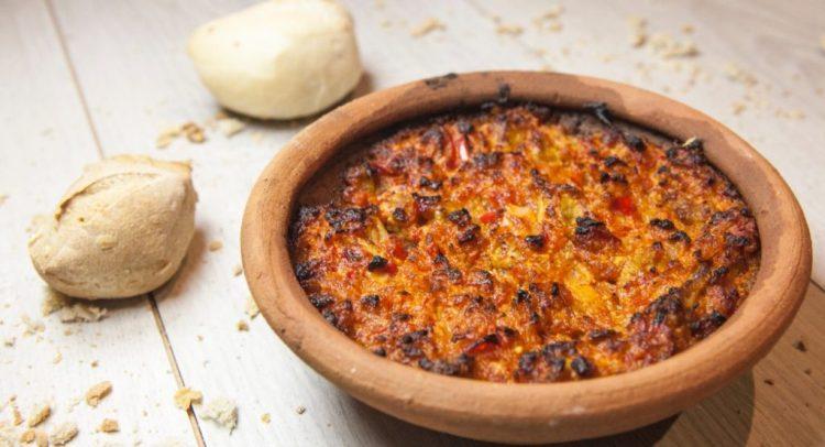 il tavë dheu è un piatto della cucina tradizionale albanese