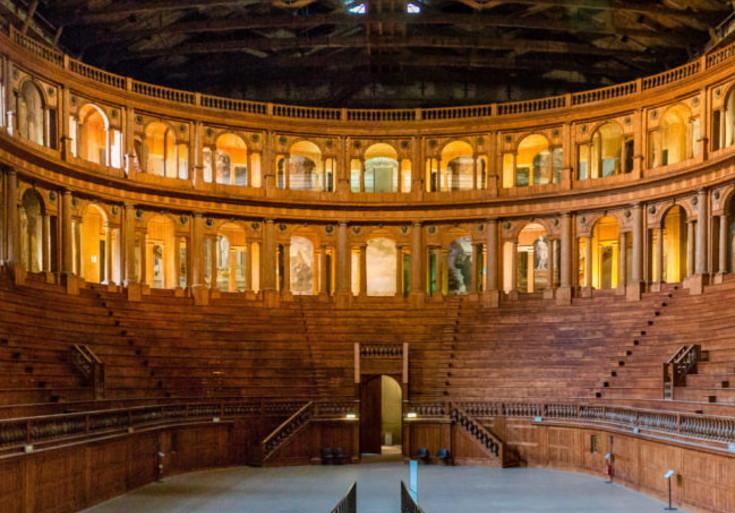 il teatro farnese di parma in tutta la sua semplicità e splendore